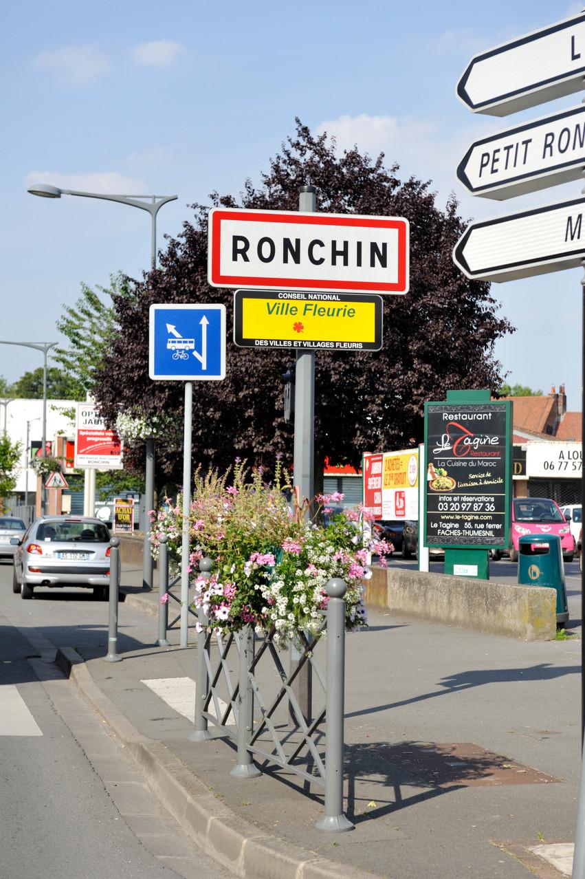Panneau « Villes et Villages Fleuris » de Ronchin, ville « 1 Fleur » par Richard Soberka