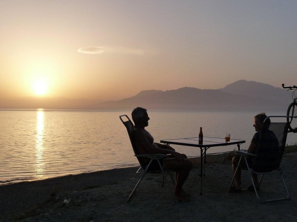 ein letzter Abend am Komos-Beach