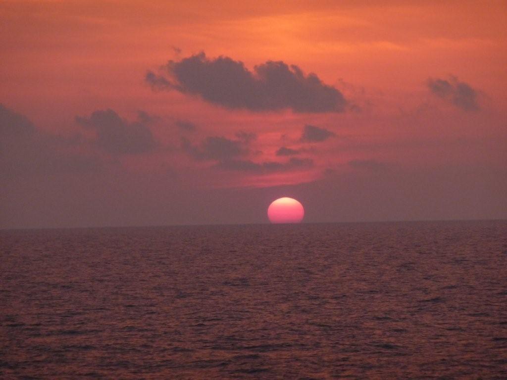 Sonnenuntergang an Bord der Fähre Richtung Livorno