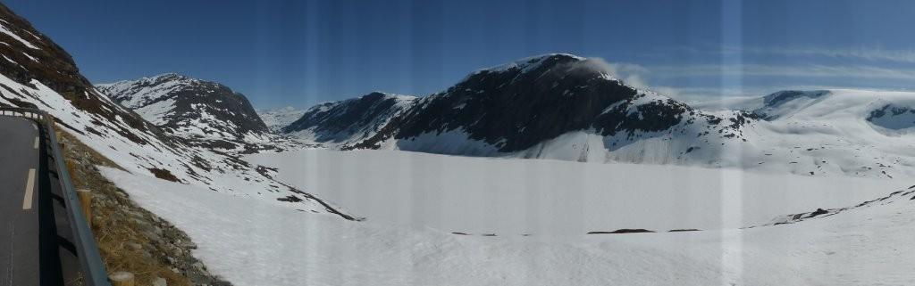 noch zugefrorener See auf 1000 m ü.d.M.