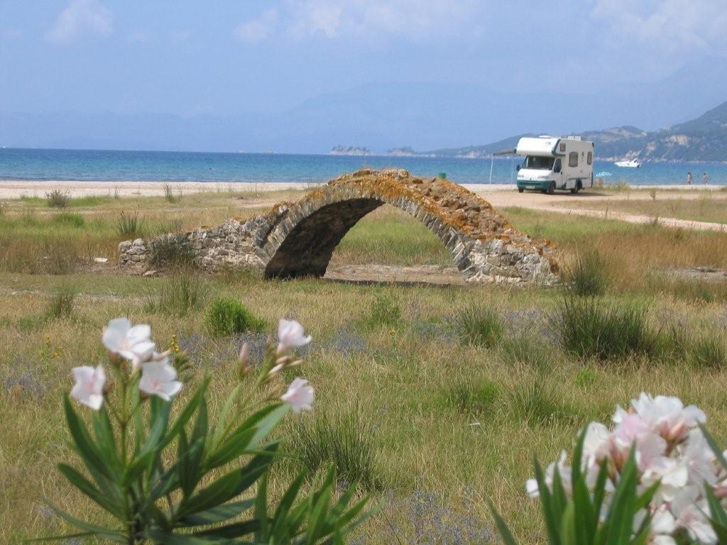 am Strand von Paleros