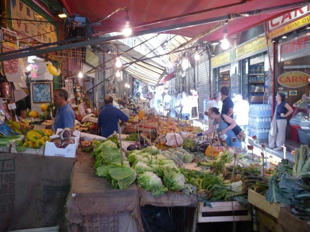 Marktstraße in Palermo