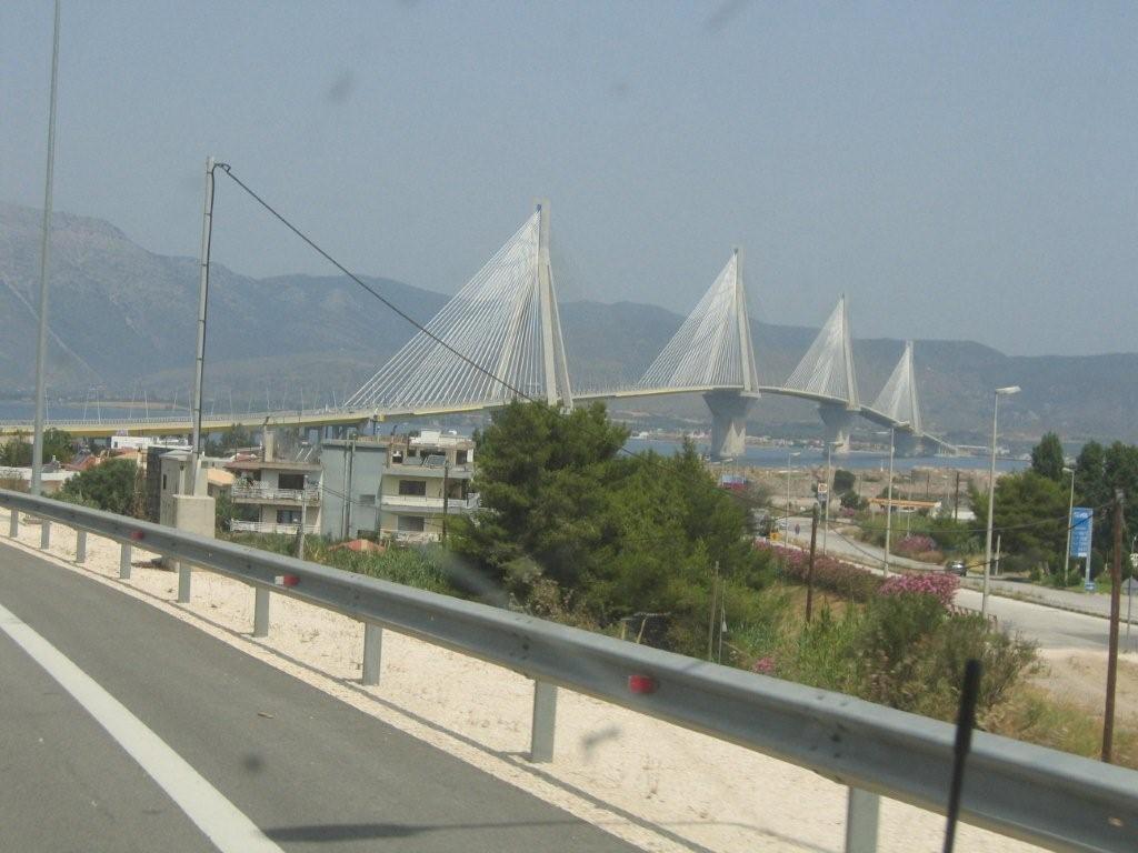 gigantisches Brückenbauwerk bei Rio