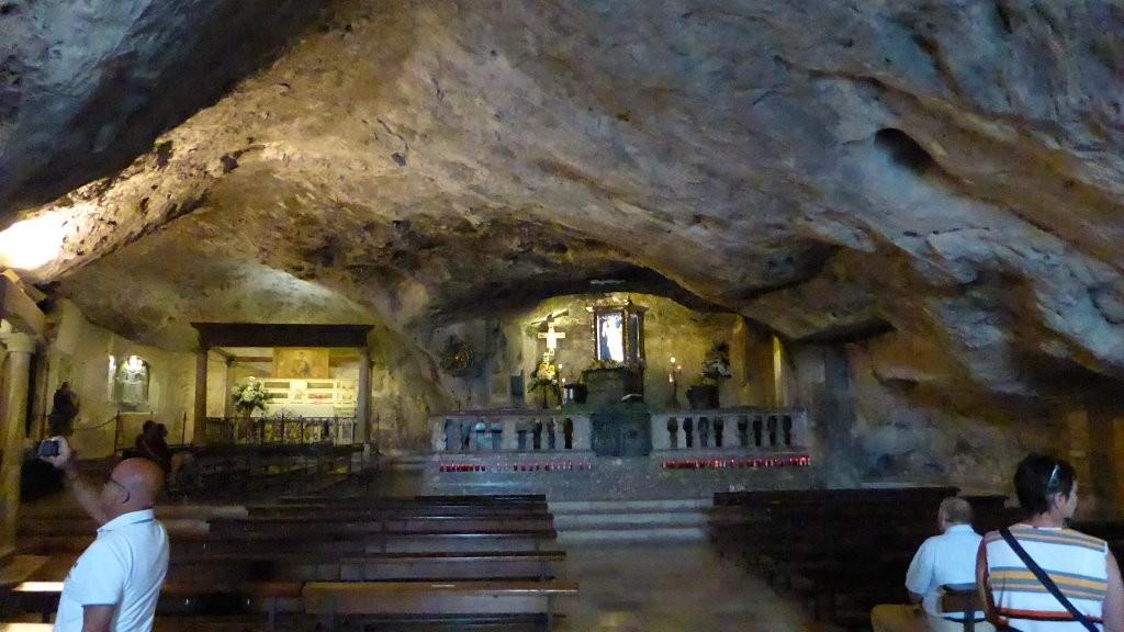in der Grottenkirche von St. Angelo