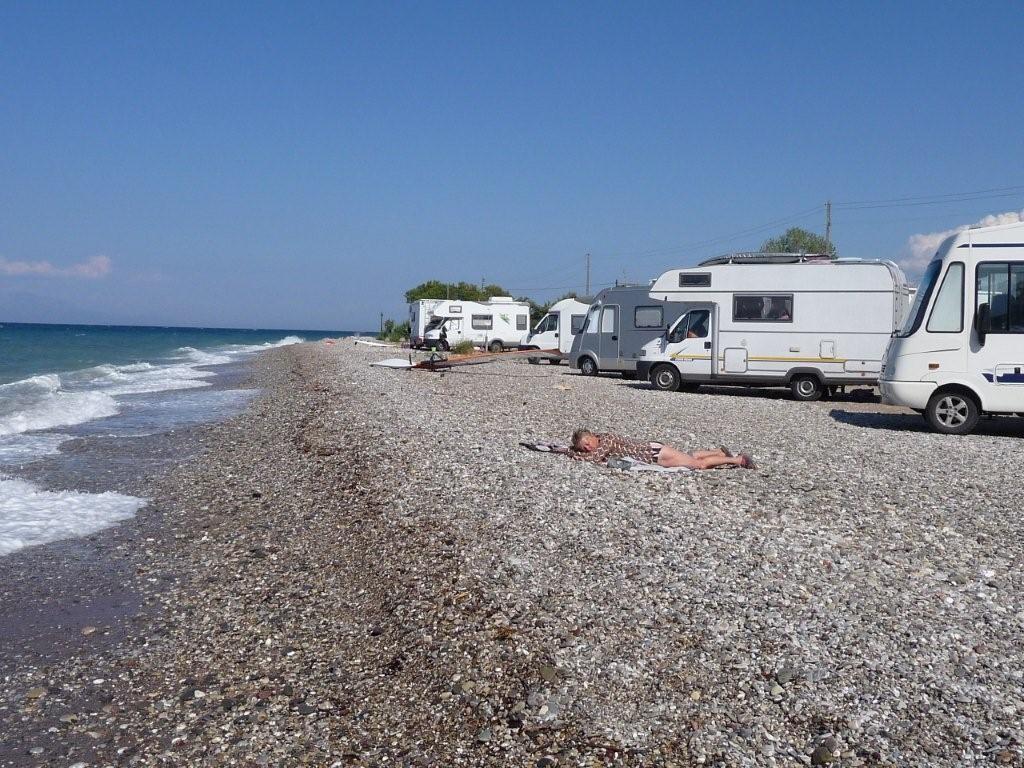 Erholung am Strand von Diakofto am Golf von Korinth