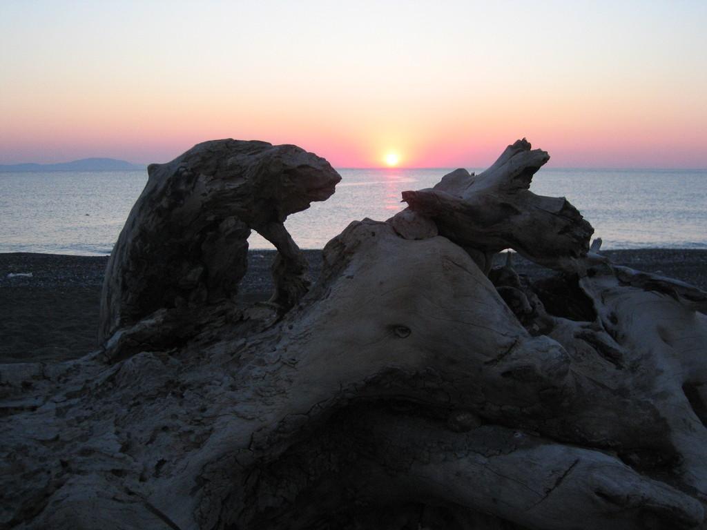 Sonnenuntergang am Strand von Kria Vrisi