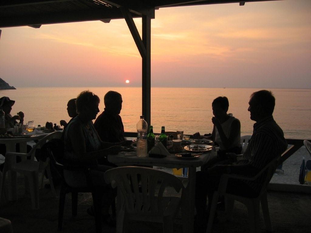 Sonnenuntergang am Petani-Beach