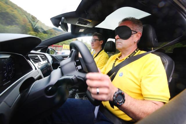 Blindfahren als Partnerübung