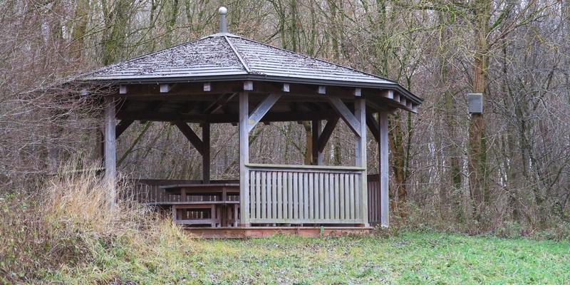 Holzpavillon - Klassenzimmer im Grünen