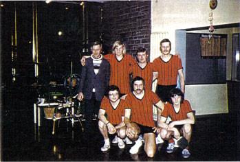 Unsere erste Mannschaft überhaupt: (v.l) E.Wobbe,H.J.Wenner,A.Buchholz jun.,H. Stephan (oben),K.Stein, K.-H.Stepczak und K. Liedtke (unten)