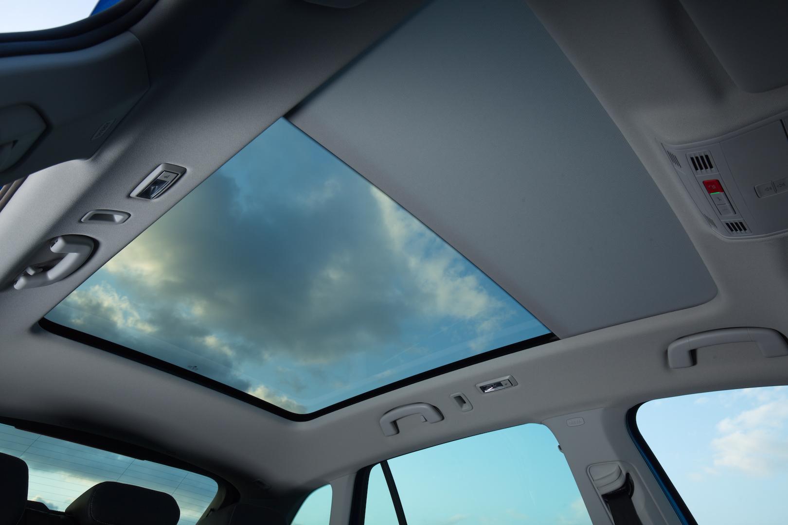 Glasdach verstärkt optisch das sehr gute Raumangebot im Škoda Scala.