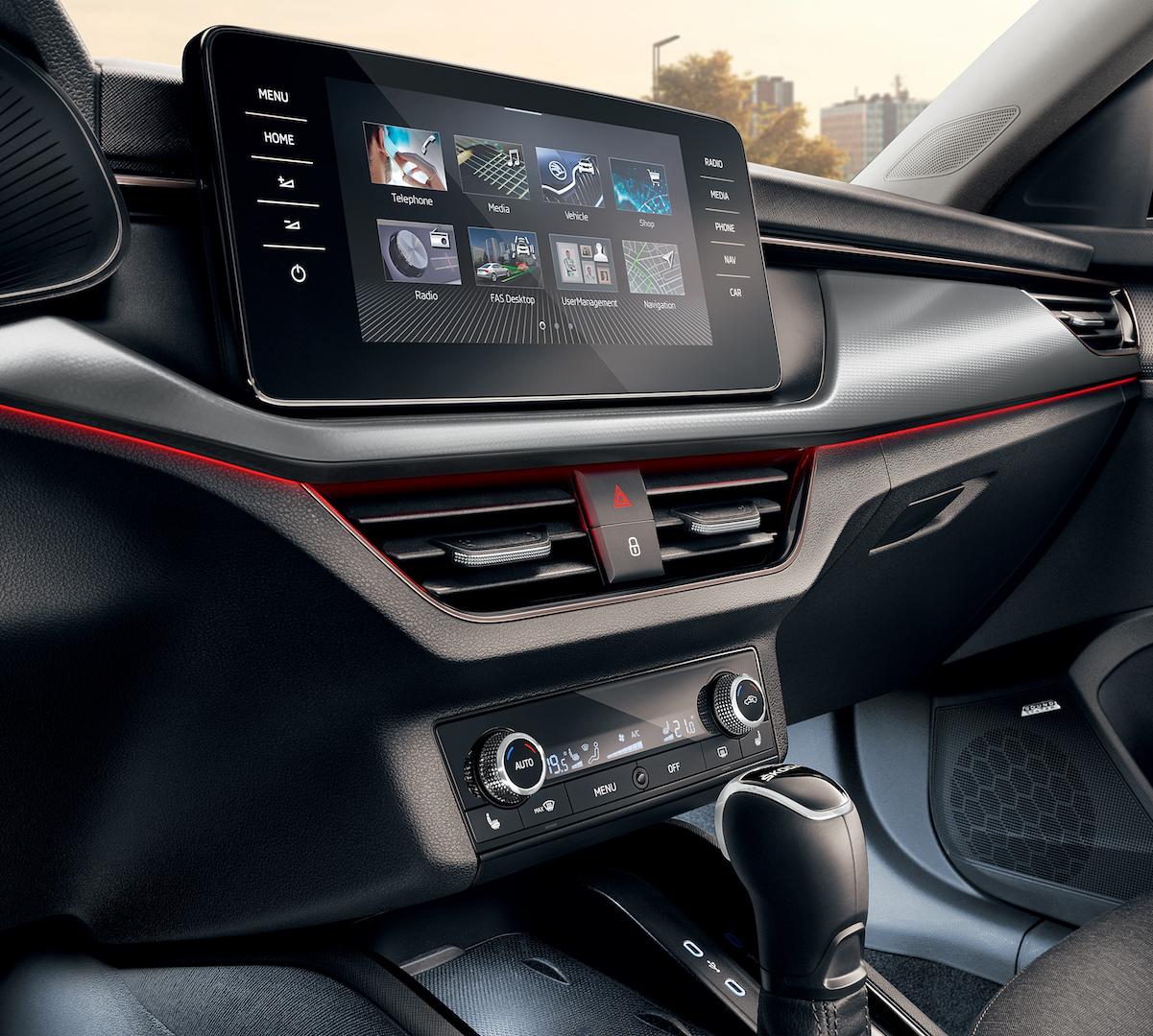 Moderne Mittelkonsole, wie bei Autos aus dem VW-Konzern bekannt, alles da aber kein unnötiger Firlefanz.