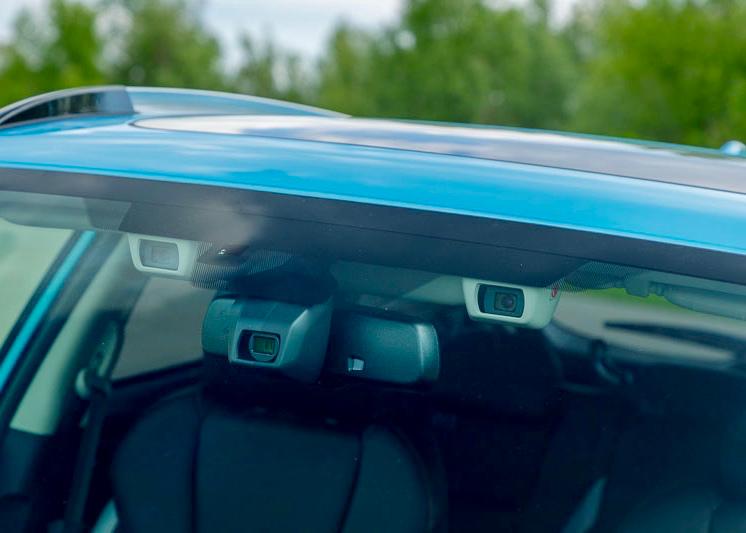 EyeSight besteht aus zwei Kameras, die dreidimensionale Farbbilder erfassen. Daraus errechnet das System Form, Geschwindigkeit und Abstand von möglichen Hindernissen.