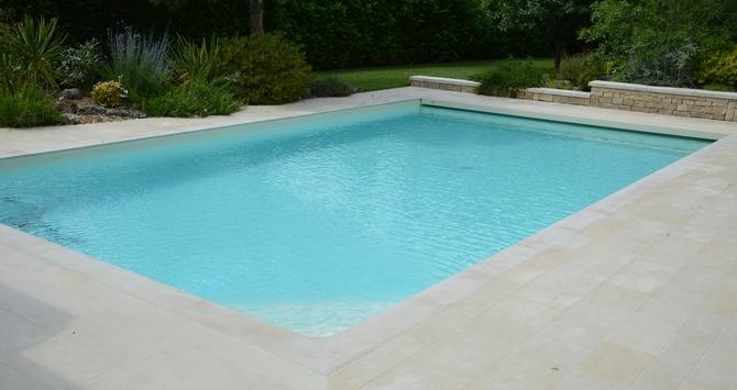 piscine avec structure en béton armé à Jarnac, Cognac, en charente (16) par Dufrêne Rénovation