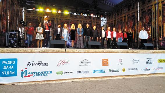 На главной сцене праздника — награждение участников конкурса вокалистов «Царскосельские голоса»