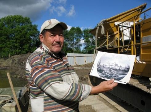 Юлдаш Довлетов гордится тем, что и его трудами усадьба сможет приобрести первоначальный вид