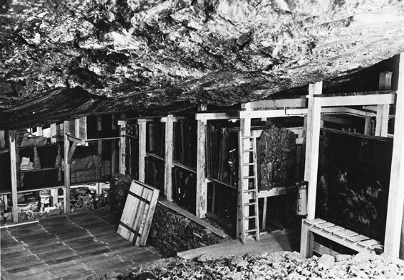Вход в соляную шахту Альт-Аусзее в Австрийских Альпах, где хранились награбленные сокровища Третьего рейха, включая коллекцию Гитлера