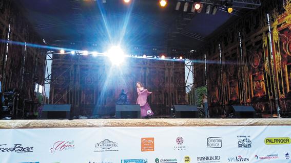 Участница конкурса костюмов «Победоносная нимфа» Наталья Устинова