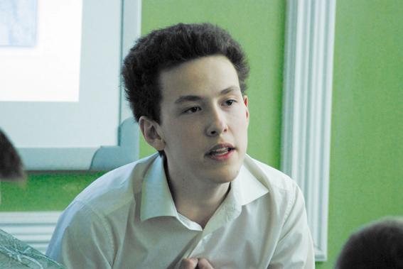 Максим Чупахин, ныне студент Военно-медицинской академии, читает стихи Наума Коржавина