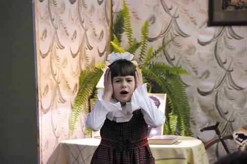 Настя Макарова читает детские стихи Сергея Погореловского