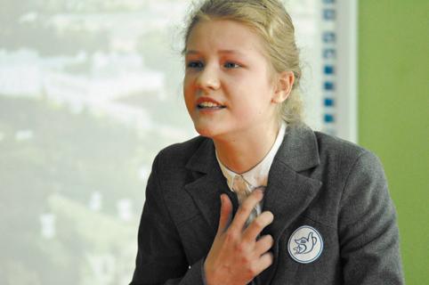 Анастасия Житенёва читает стихи Аллы Зиневич в программе, посвященной Царскому Селу
