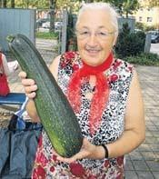 Hannelore Patzak tauschte beim 1. Grünen Markt Marmelade gegen Zucchini. © Stefan Harter