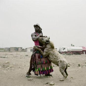 Domador africano de hienas.