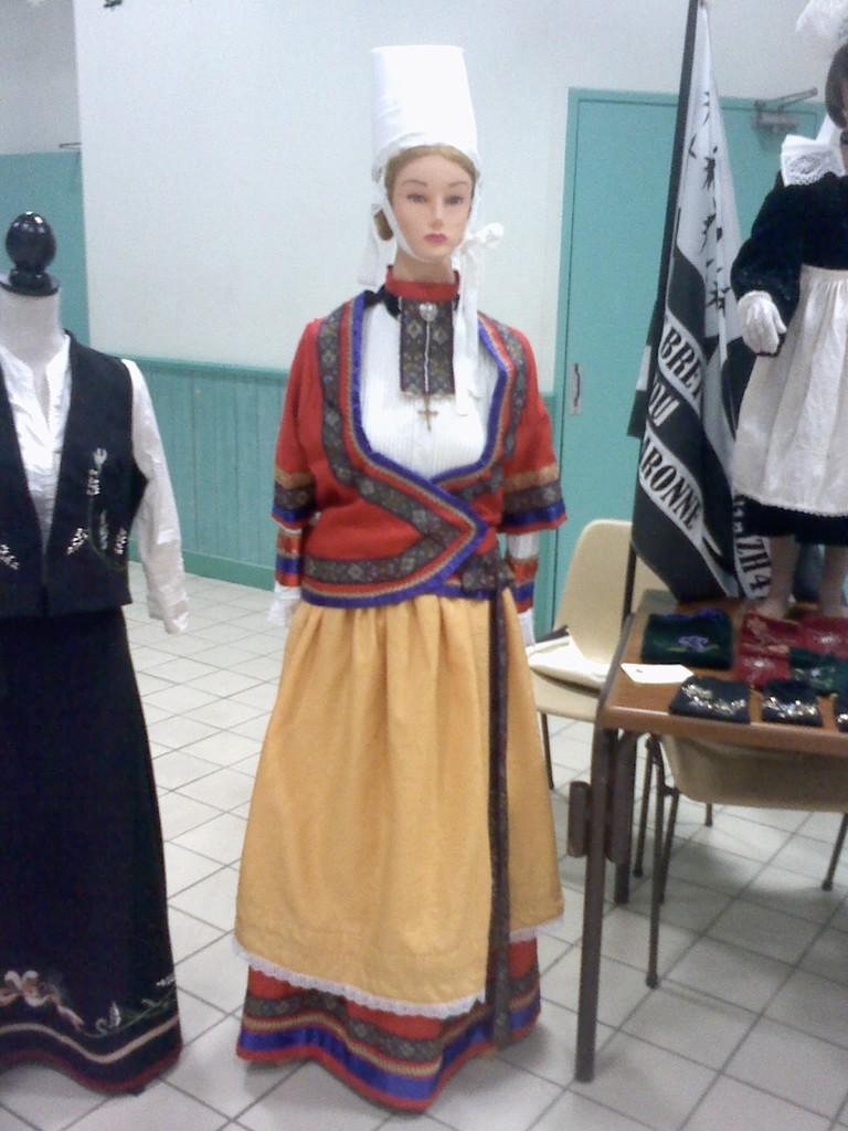 Costume de Quimper avant 1900