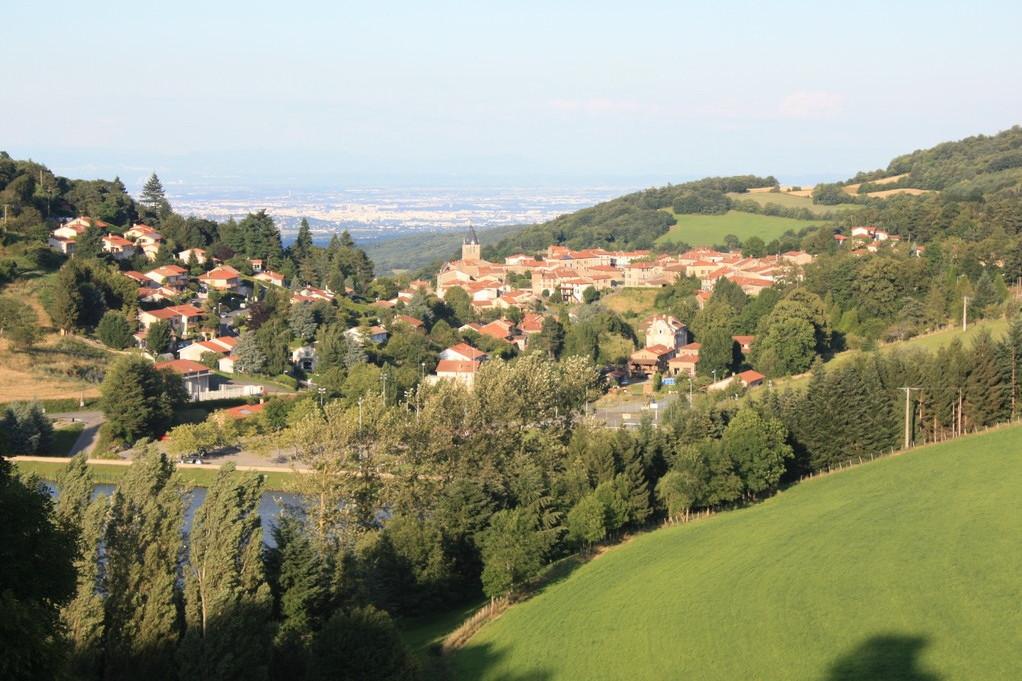 Le village d' Yzeron vue sur Lyon