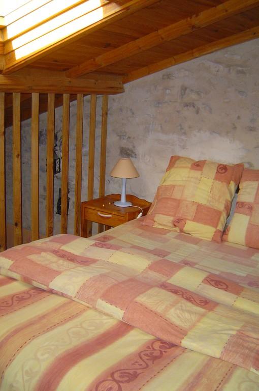 Sous le toit ambiance chaleureuse bois et pierre