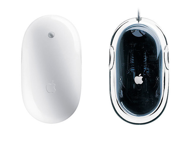 Apple Mighty Mouse a la izquierda, Apple Pro Mouse a la derecha