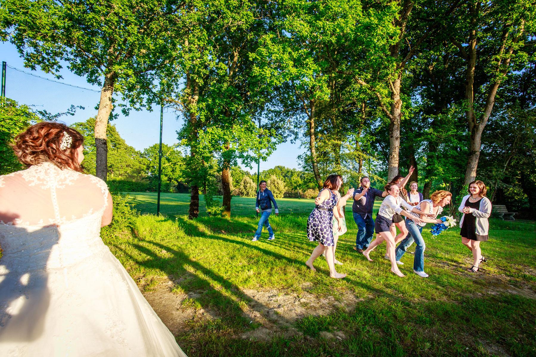 lancé du bouquet de la mariée mariages à mesquer salle de l'artymes