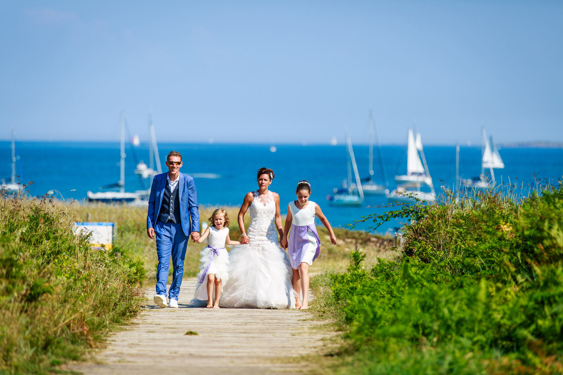 Reportage photo de mariage  Ile de Houat  , photographe mariage morbihan avec le photographe nils dessale