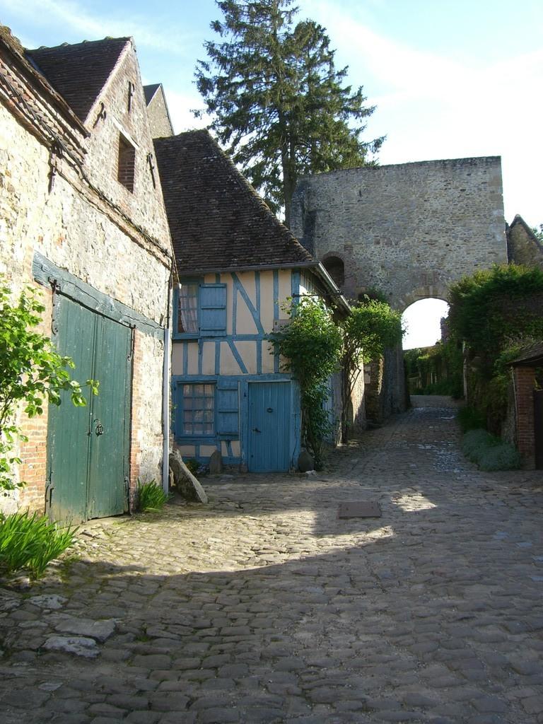 Maison bleue et Tour porte