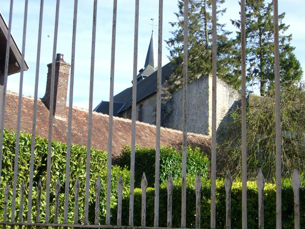 La Collégiale Saint-Pierre vue de la rue du Château