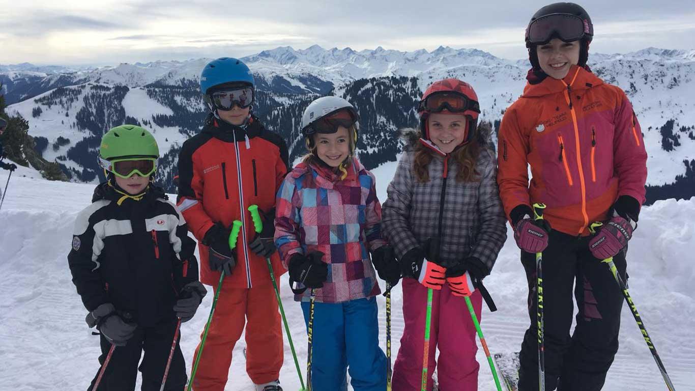 Preiswerter Skiausflug für Kinder mit dem Bus