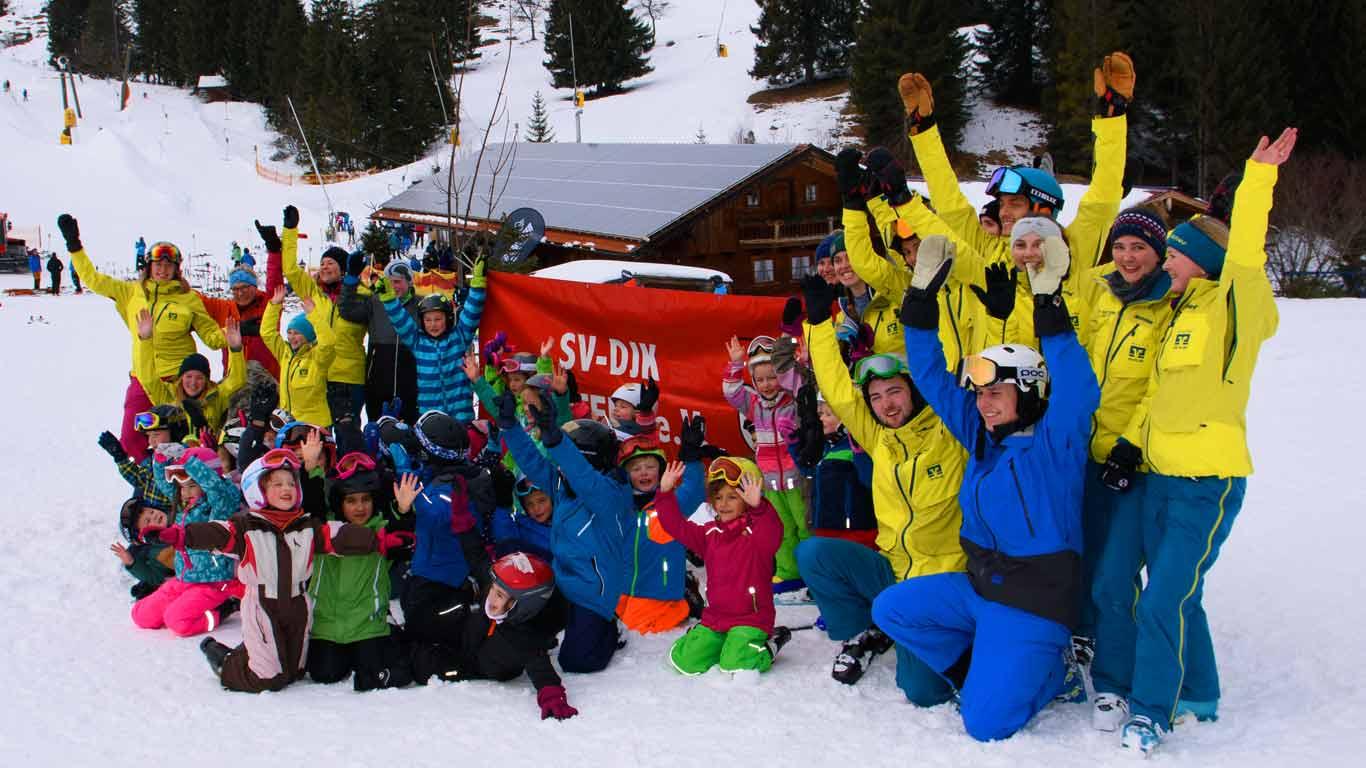Viele Skilehrer und Helfer im Einsatz.