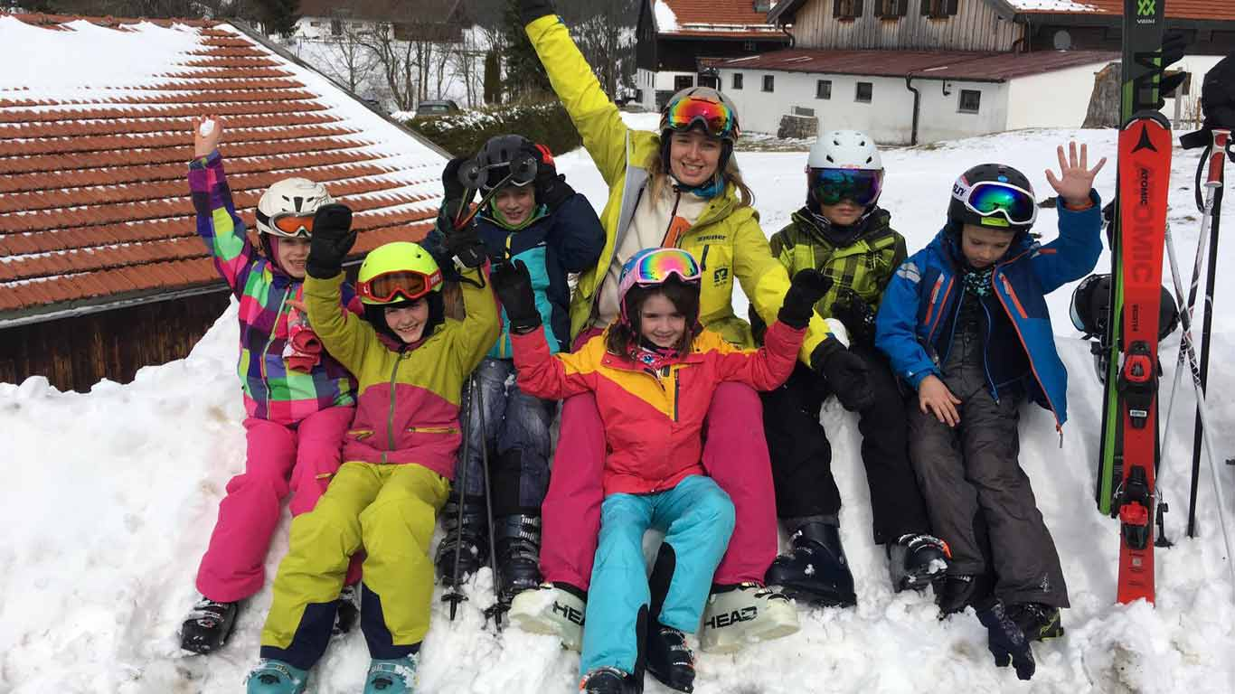 Skilehrer passen auf.