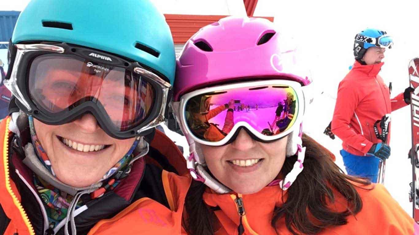 Der Skiausflug macht Spaß.