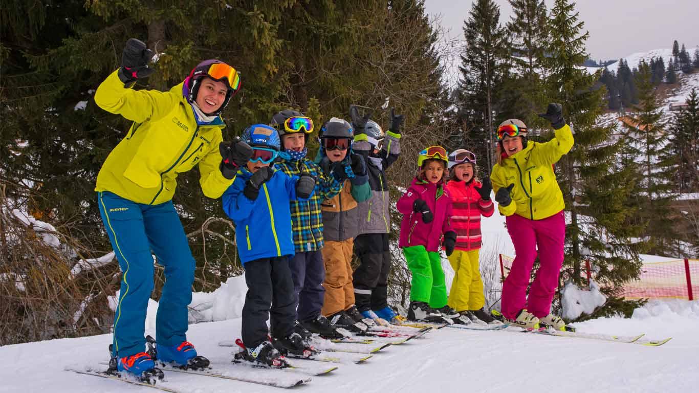 Pistengaudi beim Skikurs.