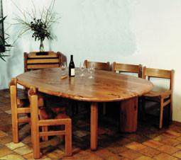 TABLE EN ORME ET CHAISES
