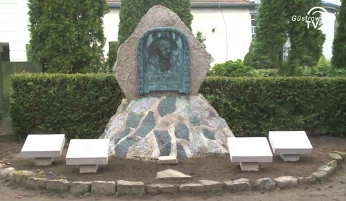 Brinckmans Ehrengrabstätte 2014 (nach der Renovierung mittels Spendengelder anlässlich seines 200. Geburtstrages am 03.07.2014)