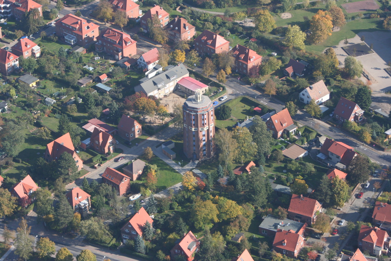 """Blick aus dem Flieger auf Güstrows Hochhaus """"Beim Wasserturm 4"""""""