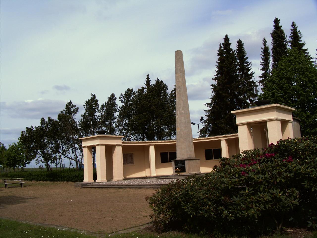 Auf dem Friedhof haben 545 sowjetische Soldaten und Offiziere  ihre Ruhestätte gefunden.