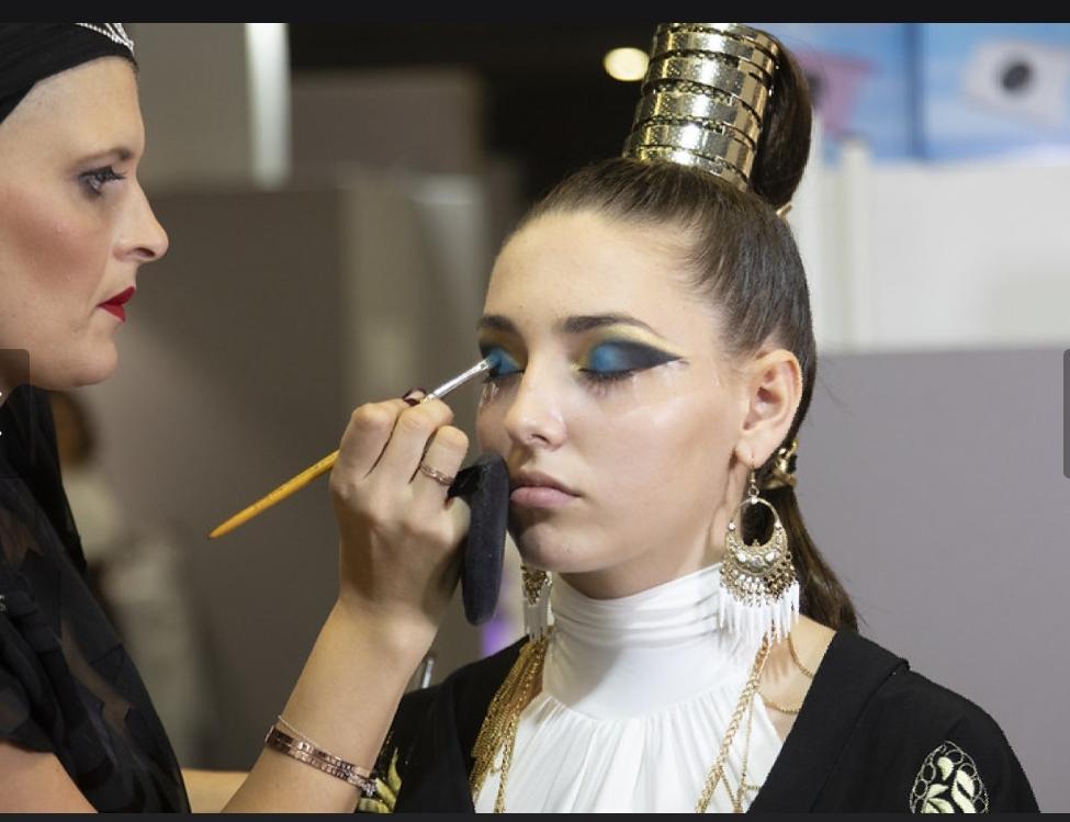 2h30 de maquillage pour préparer modele