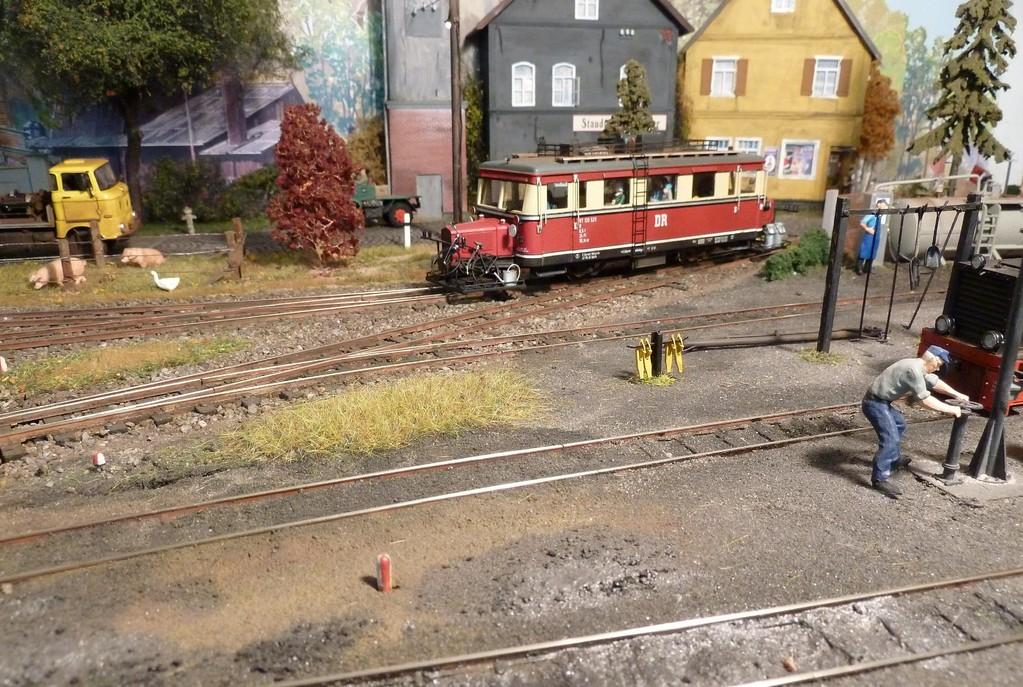 Der VT bei der Einfahrt in den Bahnhof Ettenheim