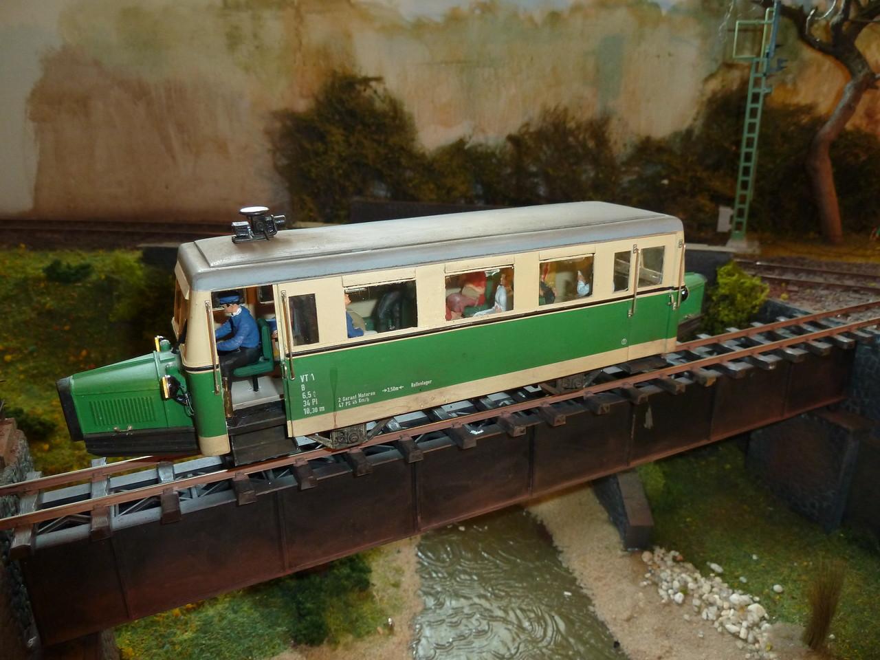 VT 01 kurz vor der Einfahrt Weilrode