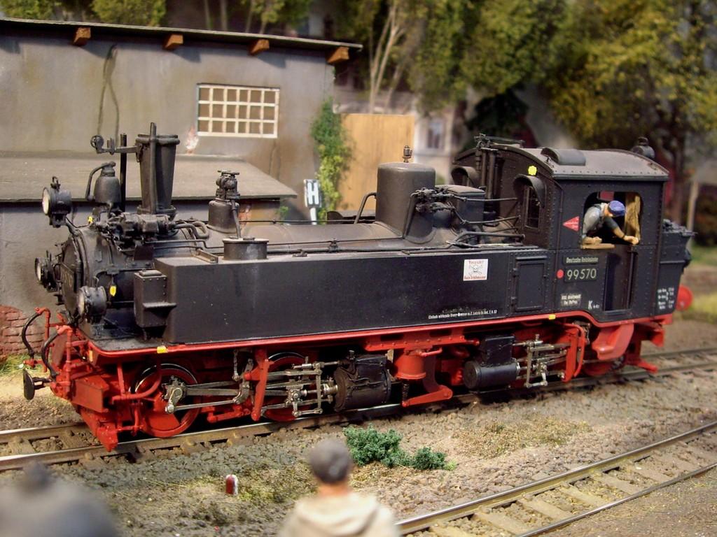 99570 im Bahnhof Wittow
