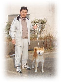 愛犬との立ち込みの写真です。