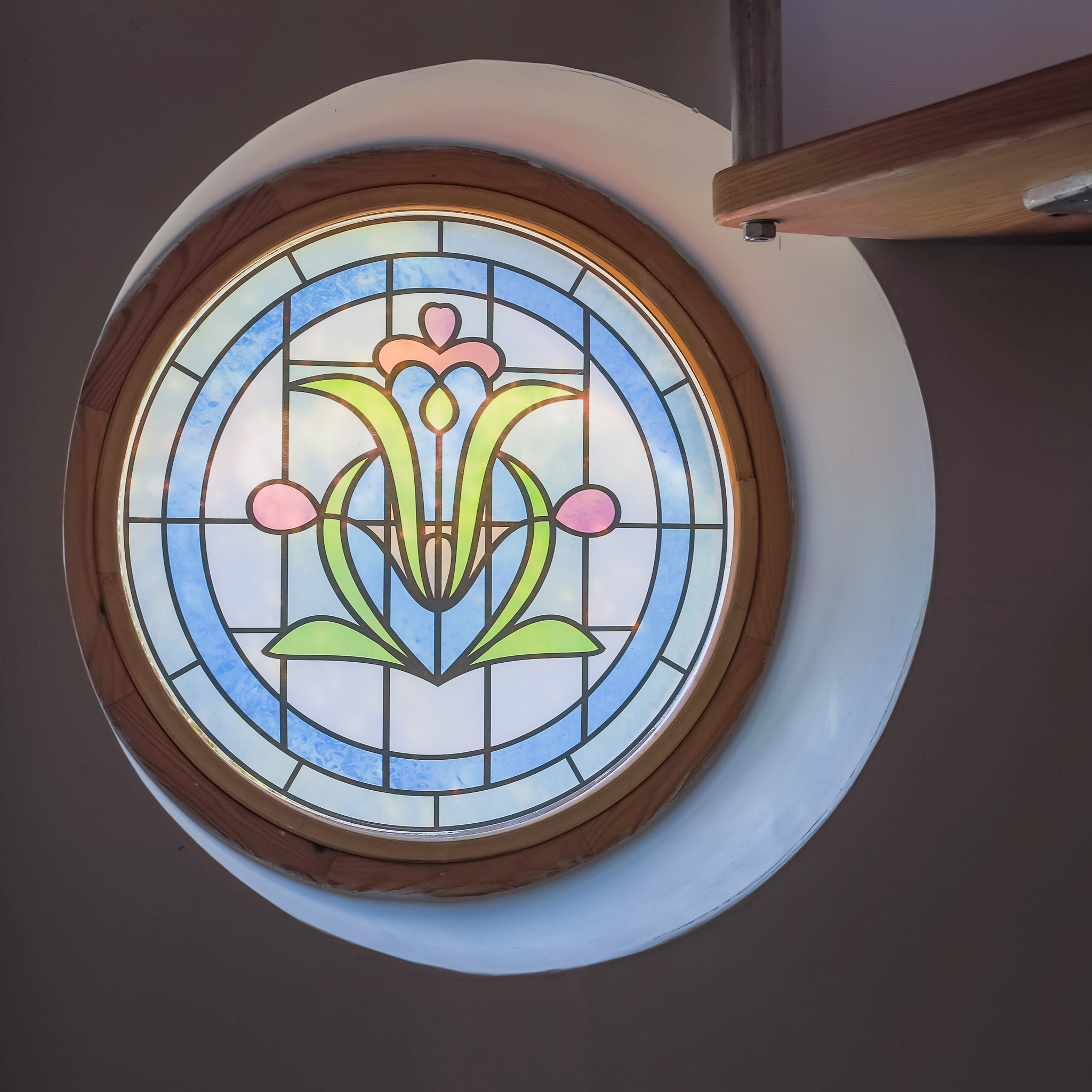 A pretty porthole gives light to the downstairs lobby